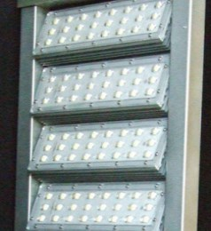 Светильник со 180 светодиодами